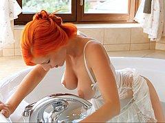 浴室, 巨乳な, シゴき, 赤毛, 剃毛, ストリップ, ティーン, オッパイの