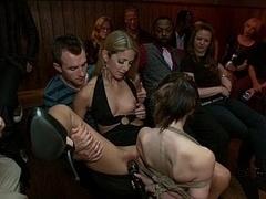 Брюнетки, Экстремальный секс, Групповуха, Секс без цензуры, Унижение, На публике, Наказание, Связанные