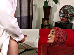Muslim babe leaves only her hijab on