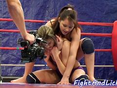 Dominant dyke queens babe after wrestling