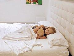 Chambre à dormir, Européenne, Masturbation, Rousse roux, Solo, Mouillée