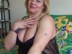 Curvy aged fingering and