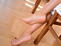 Hot girls get their beautiful feet worshipped in HD