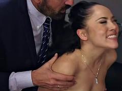 Анальный секс, Застукали, Двойное проникновение, Групповуха, Межрасовый секс, Вечеринка, Порнозвезда, Жена