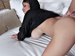 exotic babe in hijab ella knox is creampied by dad's assistant