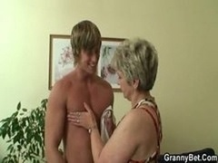 Aged housewife gets nailed by an immature lad
