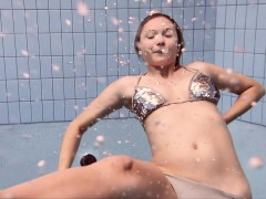 Bouncing boobs underwater