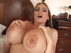 Énorme, Actrice du porno, Nénés