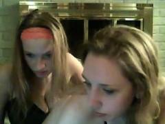 Brunette brune, Doigter, Lesbienne, Nénés, Webcam