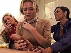 Sucer une bite, 2 femmes 1 homme, Groupe, Jarretelles, Plan cul à trois