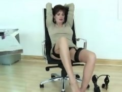 Cheating english milf lady sonia reveals her enormous tits