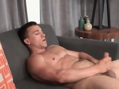 Muscular hunk jerks off until cumspraying