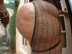 Жопа, Чудовищные размеры