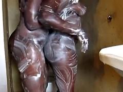 Tetas grandes, Negro, Ébano, Penetracion con dedos, Lesbiana, Masturbación, Ducha
