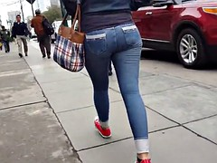 SEXY TEEN IN JEANS TIGHT