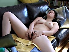 Elen Plays With Her Hairy Cunt
