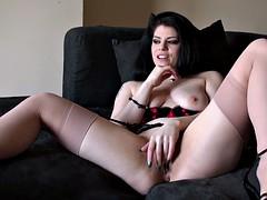 Solo uk slut rubbing her clit until orgasm