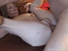 Gorgeous More aged Gal Loves To Get down and dirty