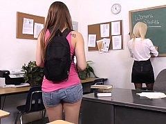 18 jahre, Blondine, Süss, Dildo, Dürr, Student, Lehrer, Jungendliche (18+)