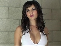 Hot and additionally oily Sunny Leone in the tub