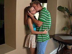18 ans, Couple, Groupe, Femme au foyer, Mère que j'aimerais baiser, Petite femme, Maigrichonne, Adolescente