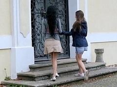 18 ans, Brunette brune, Couple, Mignonne, Lesbienne, Maigrichonne, Jupe, Adolescente