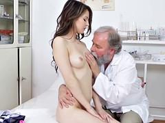 Chica, Médico