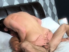 Muscular top hunk banging bottoms tight ass