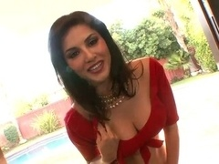 Sunny Leoni Teasing in Red Saree - hottest Movie in HINDI