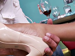 Feetworshiped beauty banged doggystyle