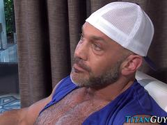 muscly bears fuck and cum film